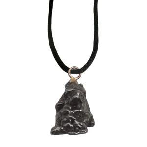 Eisenmeteorit Anhänger ca.1 cm mit Seidenband